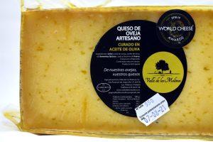 Queso de oveja artesa curado en aceite de oliva Valle de los Molinos.