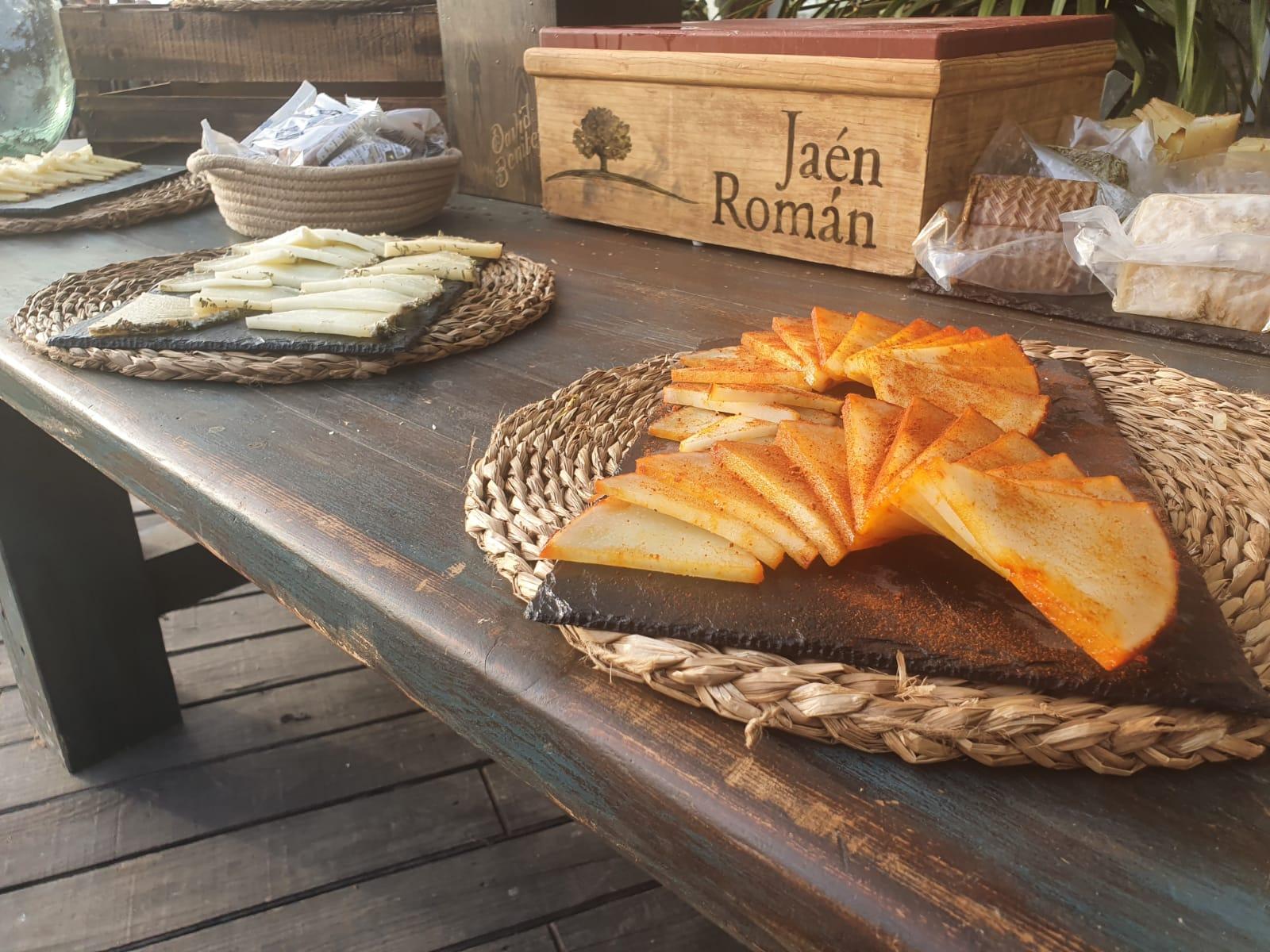 Abanico de queso cortado al pimentón y viejo el bosqueño para buffet y eventos