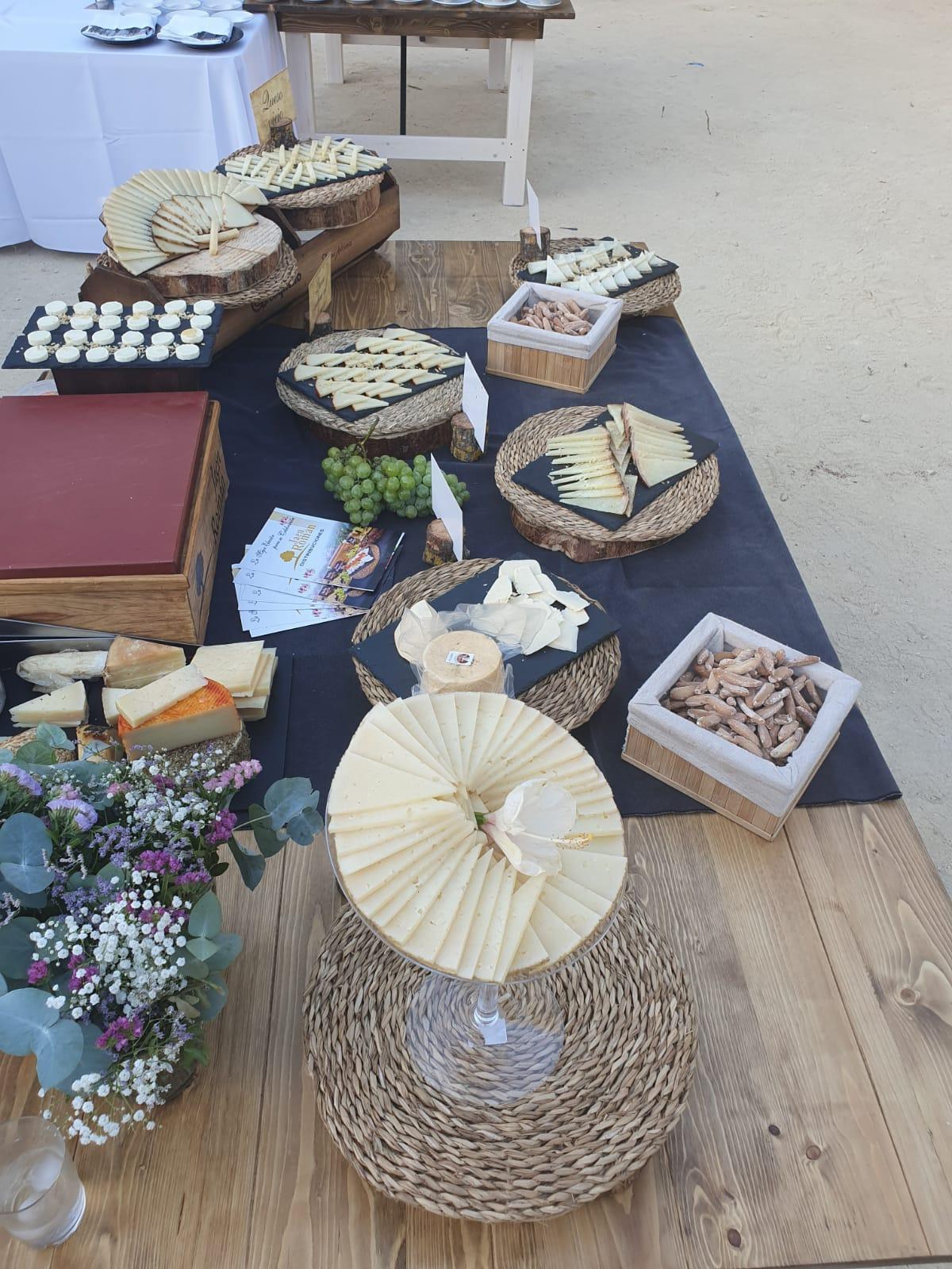 Platos de diversas variedades de Quesos el Bosqueño para eventos