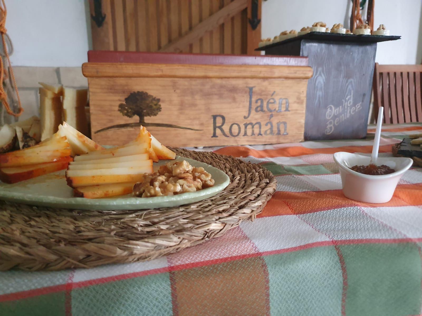 Queso de cabra al pimentón cortado en cuñas para buffet y eventos