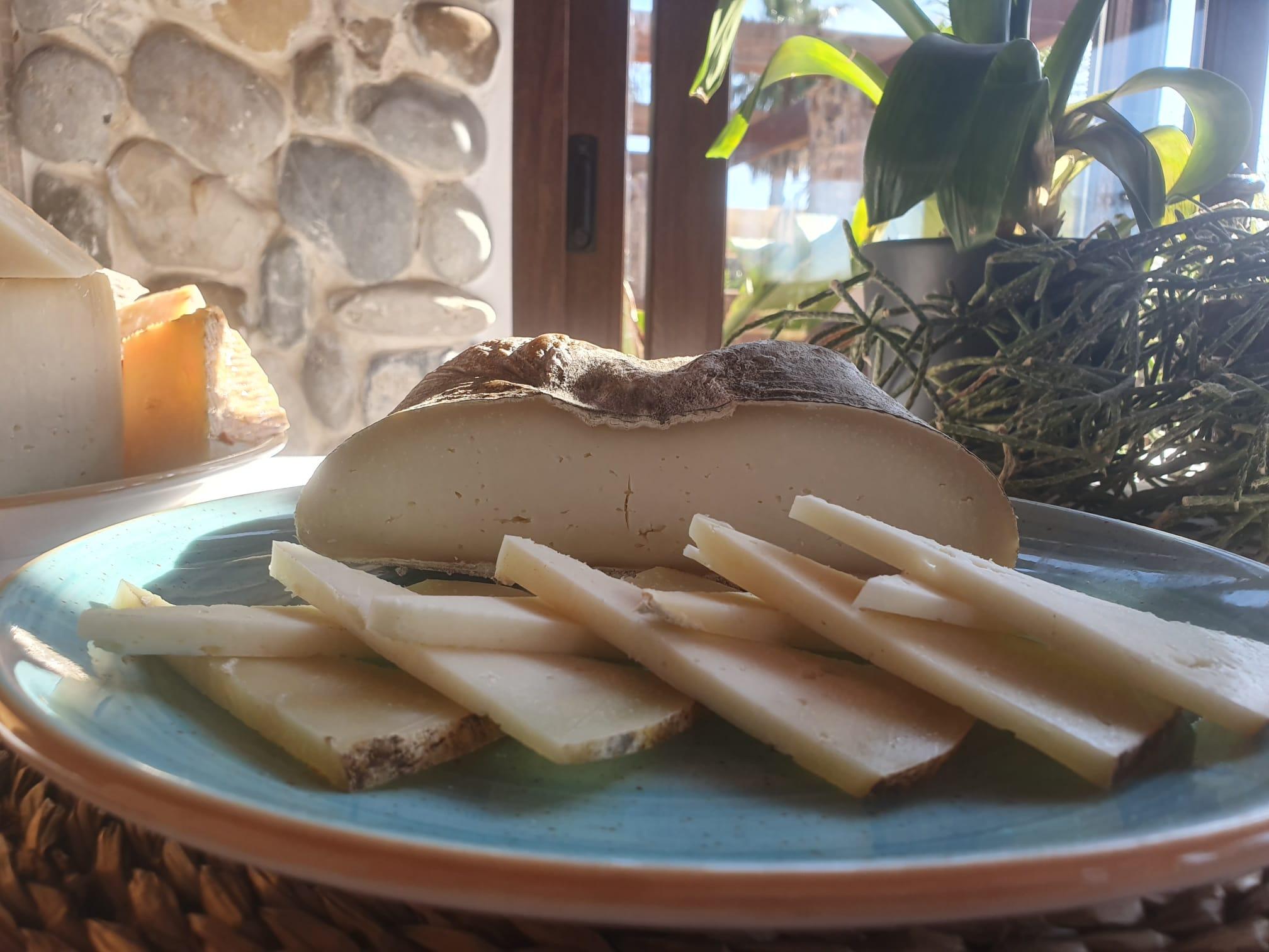Pañoleta de Queso La flor de Guara para buffet y eventos