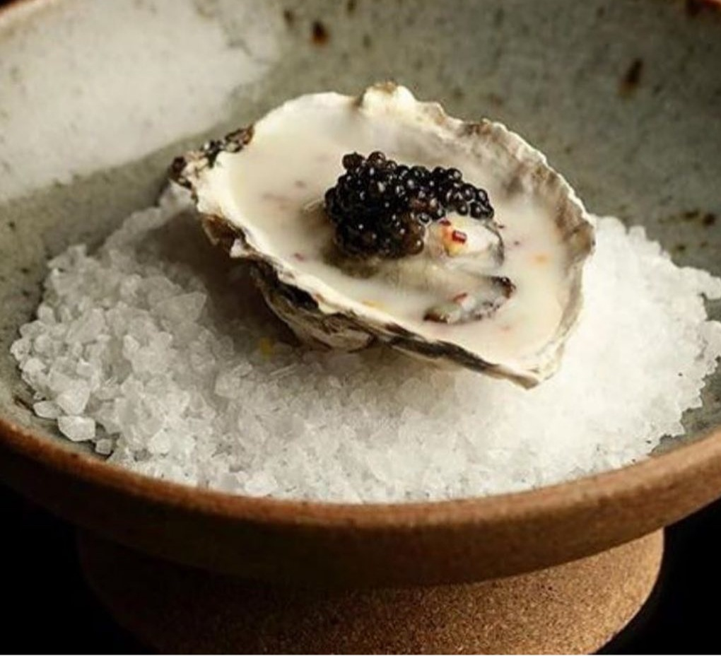 Ostra con caviar para buffet y eventos
